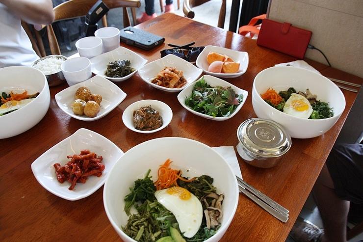 비빔밥 상차림