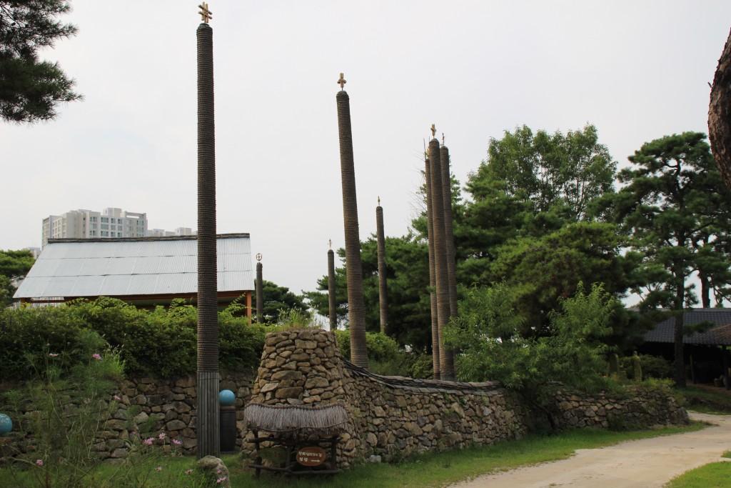 길가에 있는 기둥들
