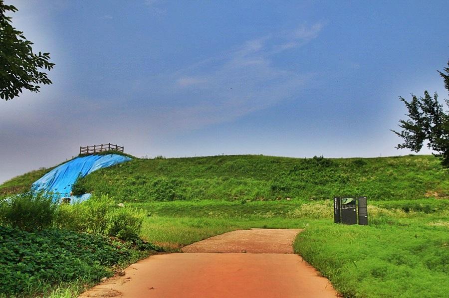 동쪽 전망대로 향하는 성벽
