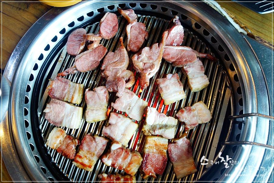 구워지고 있는 고기들