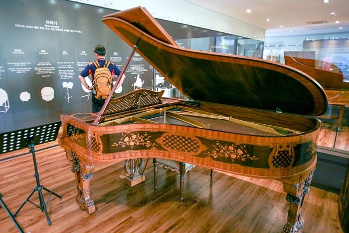 그랜드 피아노 사진