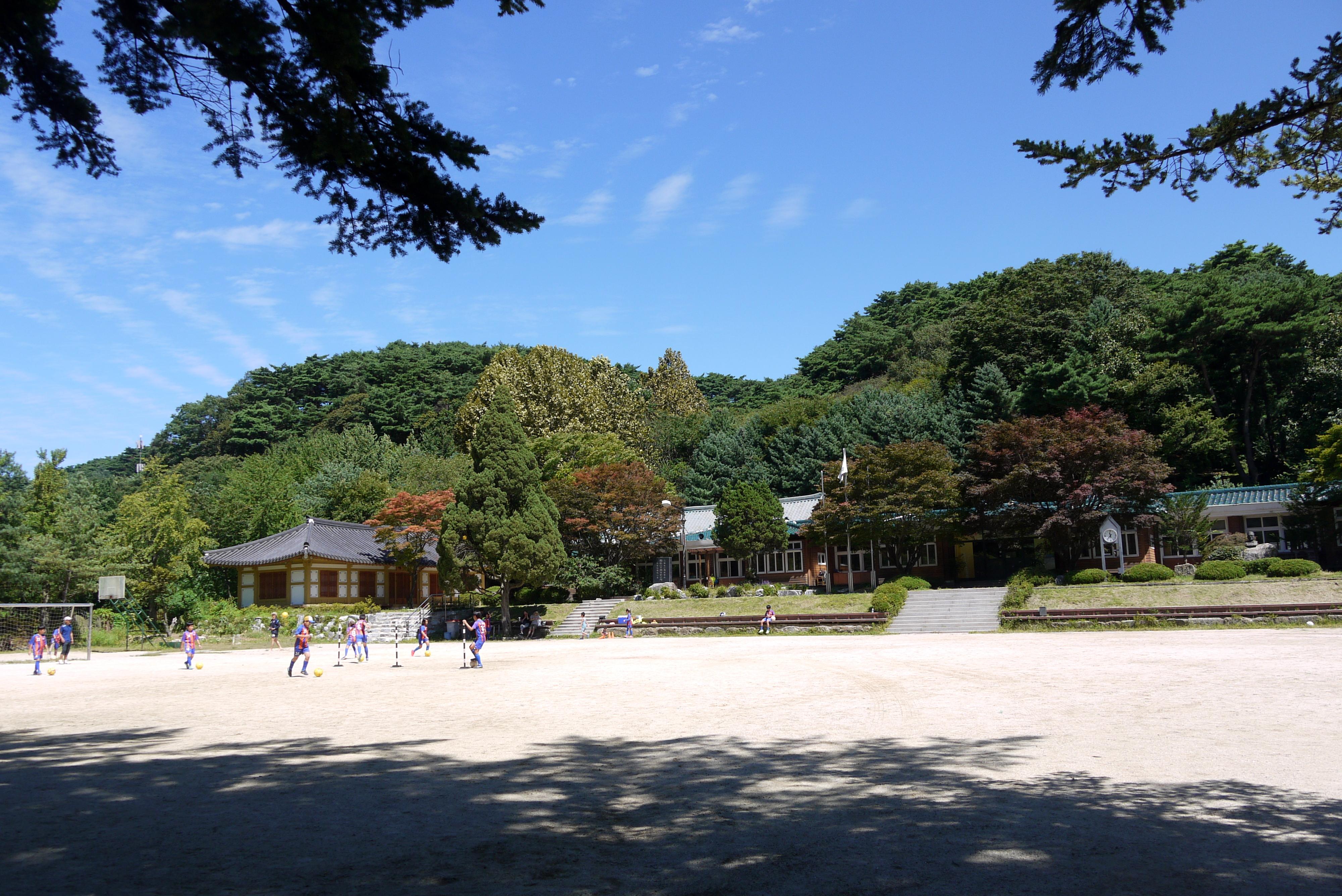 남한산 초등학교의 전경