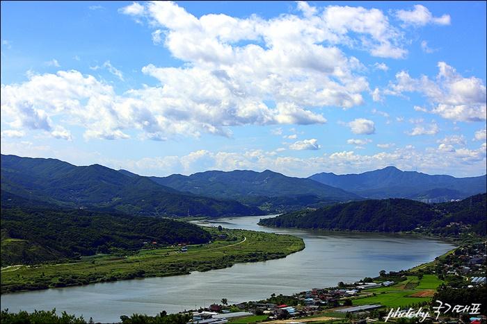 파사성 높은 곳에서 보이는 강