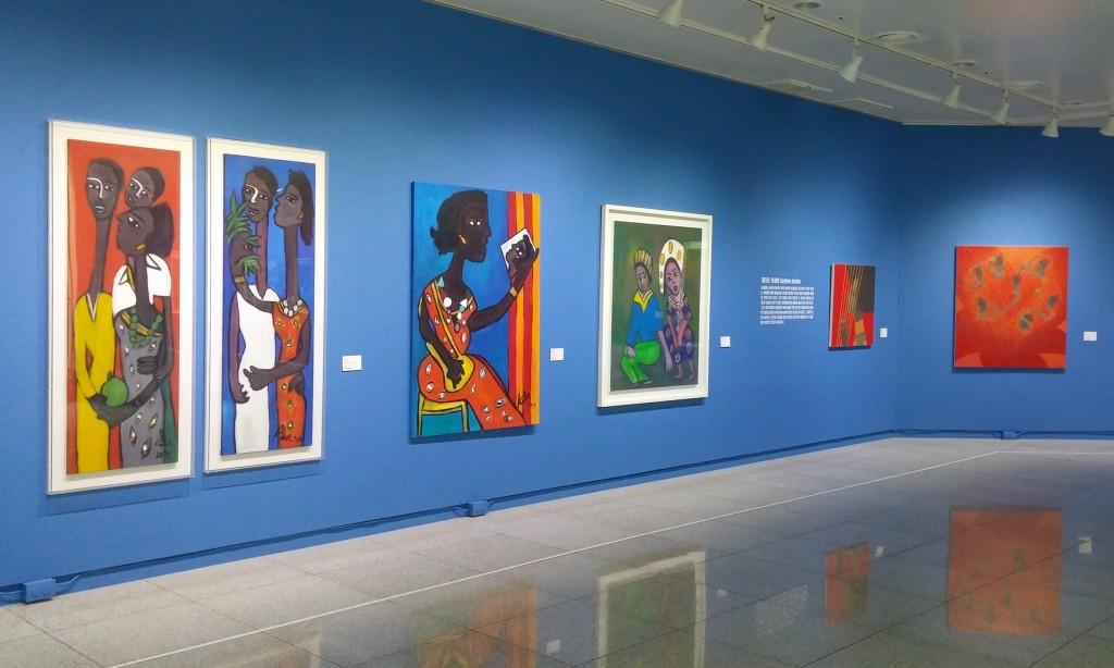 색깔이 화려한 아프리카 그림들