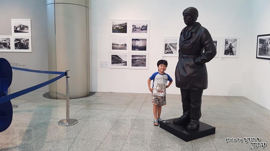 생텍쥐페리 동상과 어린이
