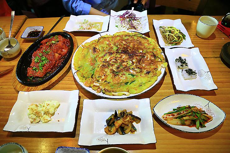 파전과 다양한 음식들