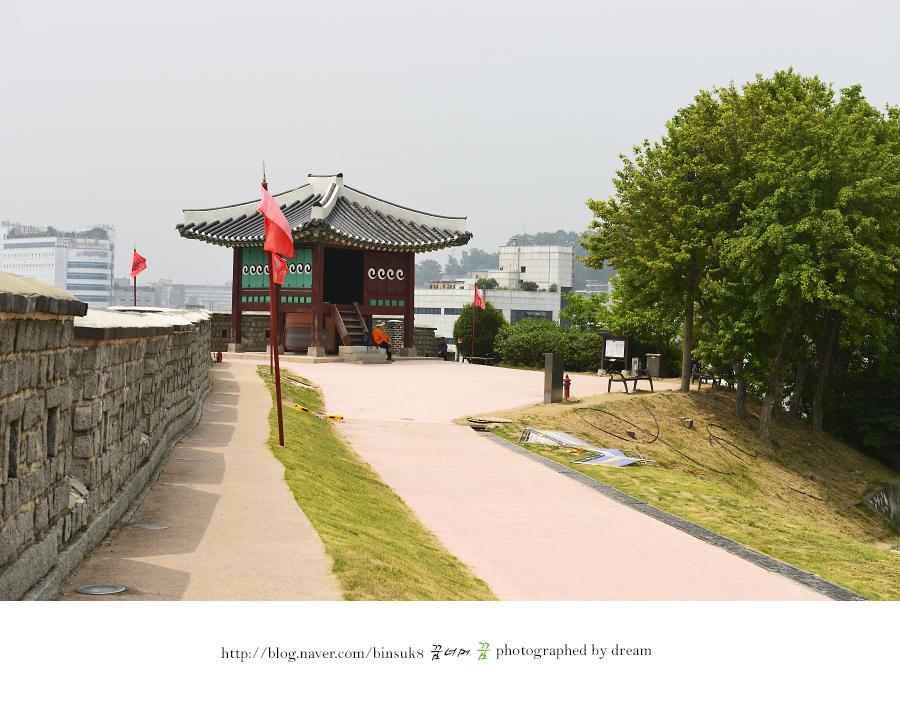 동남각루의 전경 사진
