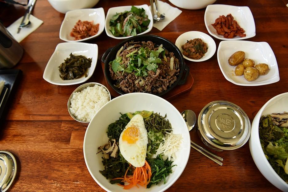 소불고기 정식과 비빔밥 상차림