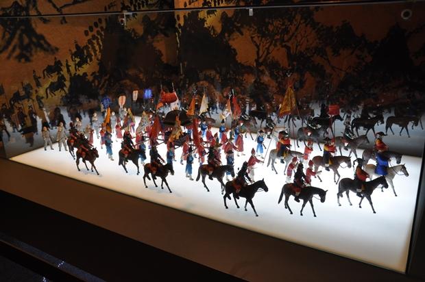 회암사로 행차하는 왕의 인형 모습