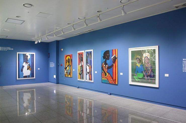전시된 미술작품들