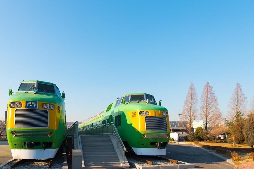 초록색의 철도 기관차들