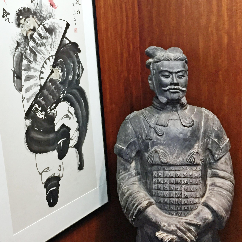 입구에 있는 중국풍 소품들