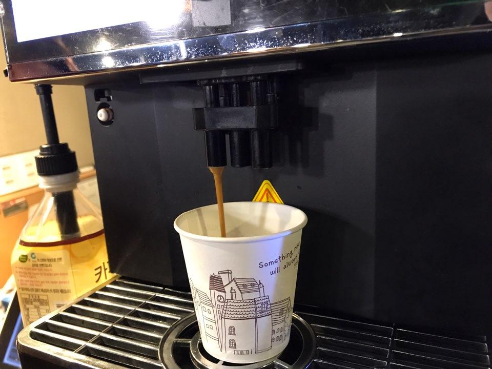 자판기에서 나오는 원두 커피