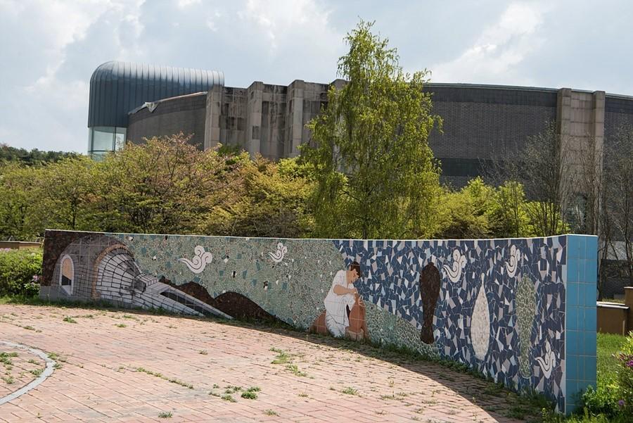 맛들이 식당으로 향하는 길목의 벽화