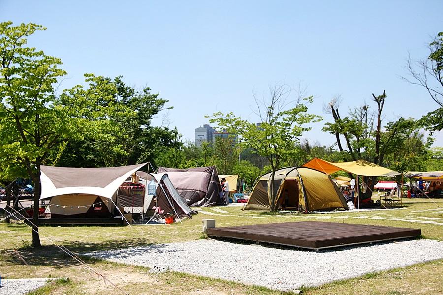 여러 텐트들