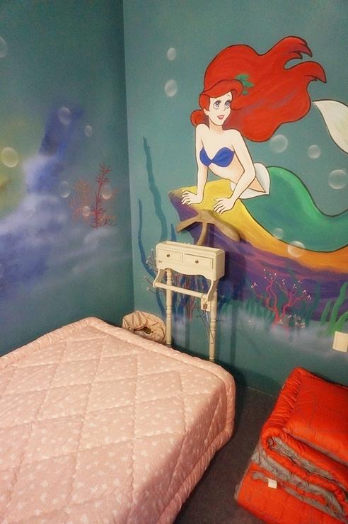 인어공주 벽화가 그려진 방