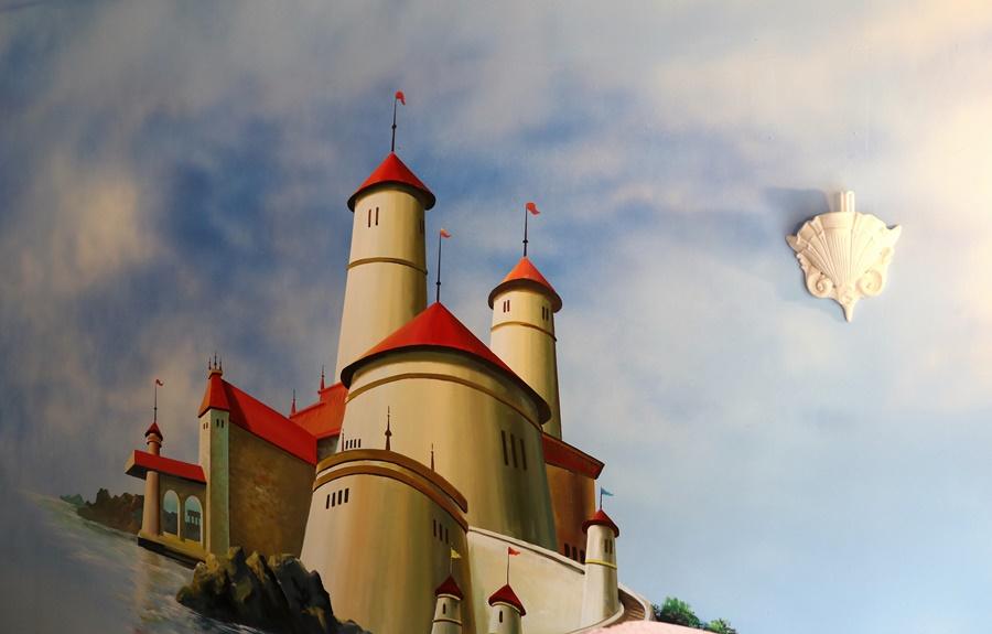 성의 그림이 그려진 벽