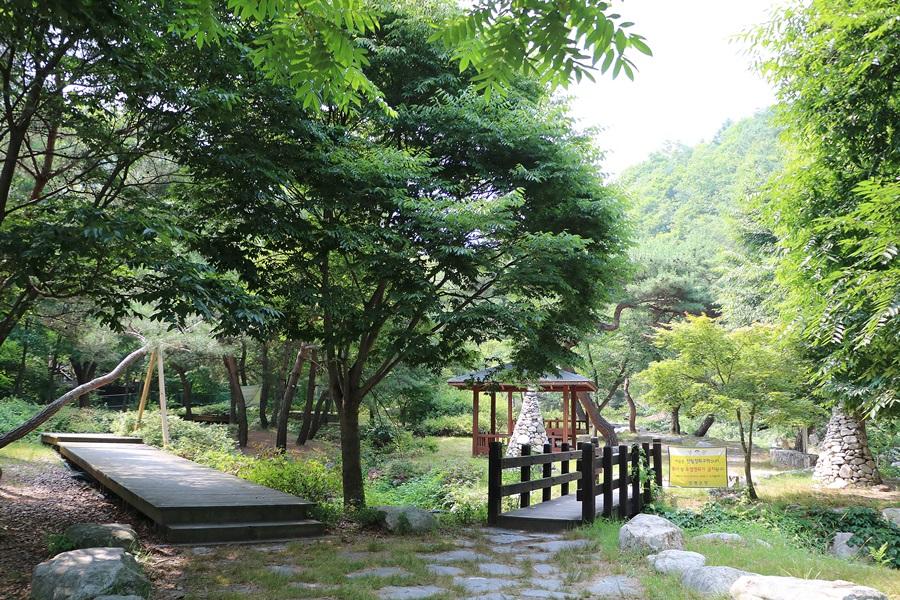 작은공원과 계곡 가는 길