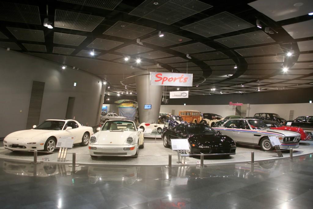 삼성화재자동차박물관 내부 자동차 전시 모습