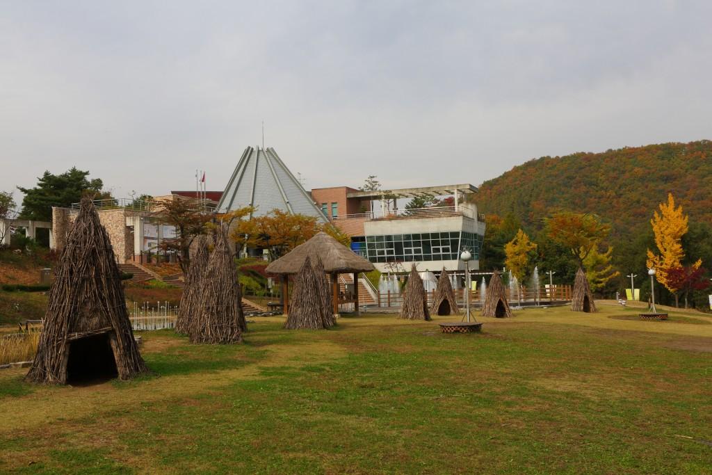 황순원문학촌의 야외 조성된  소나기마을