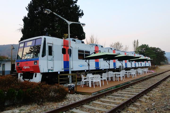 구둔역 앞 전동열차