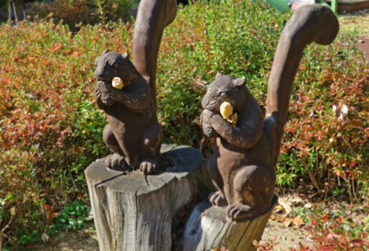 다람쥐 목각상