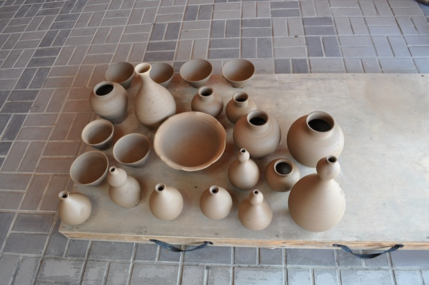 흙으로 만들어진 그릇들