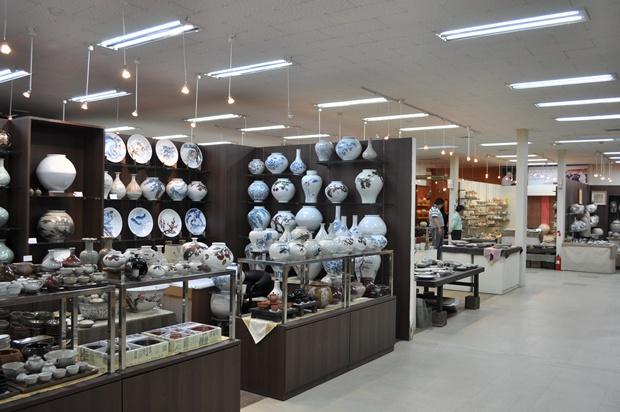 도자기 판매장의 모습