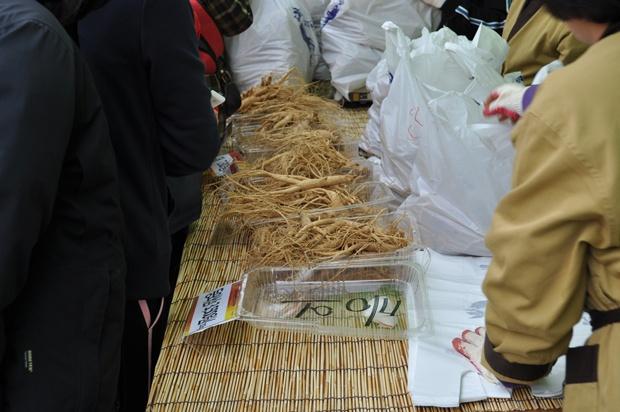 인삼을 판매하는 모습