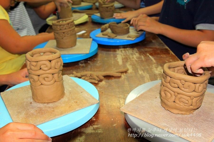 아름다운 문양이 들어 있는 아이들이 만든 필통