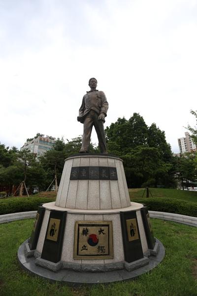 안중근열사의 동상 모습