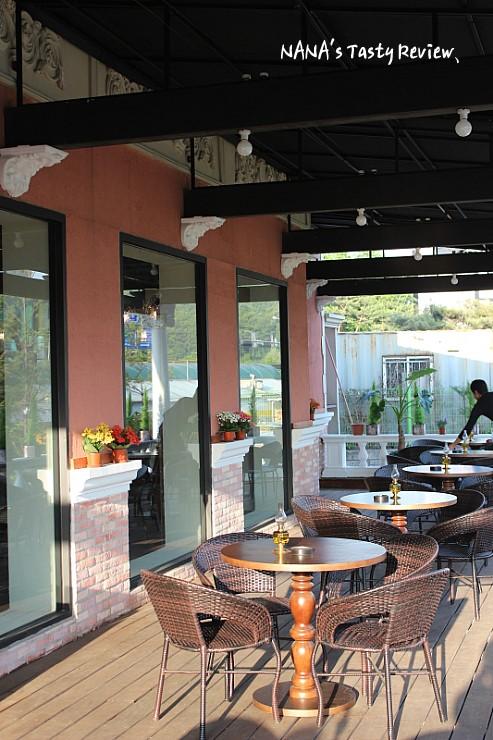 카페 코코마리의 야외테이블