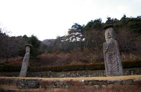 국사암과 궁예미륵