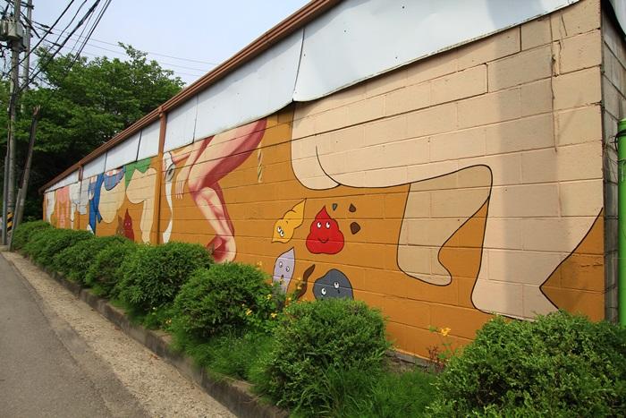 해우재 들어가는 길 벽면에 그려진 벽화