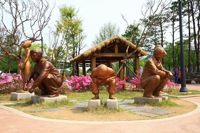 네 개의 동상들