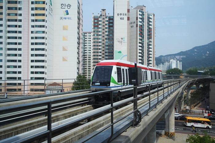 경전철 외부 모습