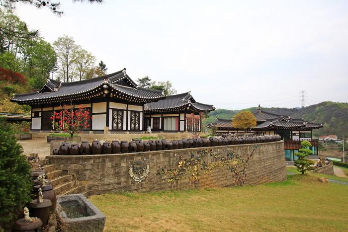 옹기동산 청학박물관 내부 모습