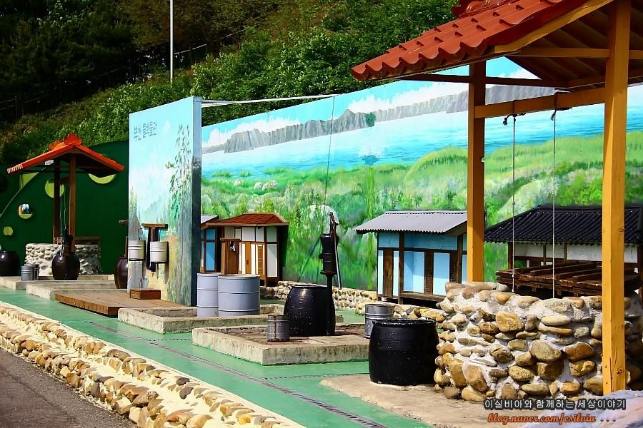 물을 끌어올리는 다양한 방법을 체험할 수 있는 부천물박물관 야외체험장