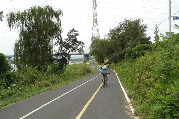 팔당역 한강변  자전거길