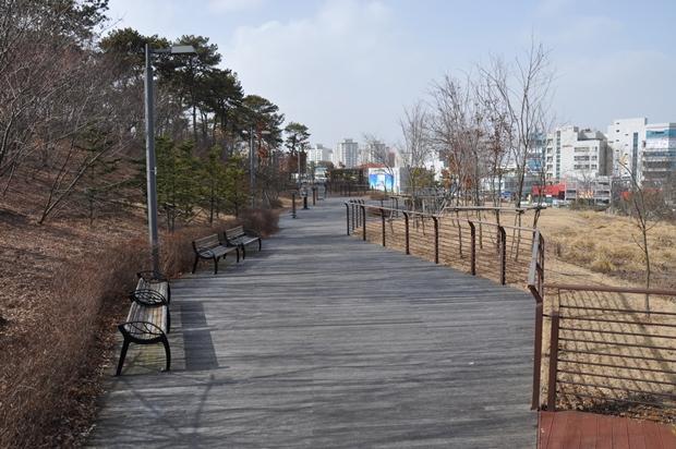 기념관 뒷편 공원