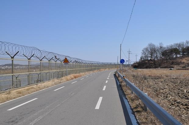 송촌대교 구간 철책길