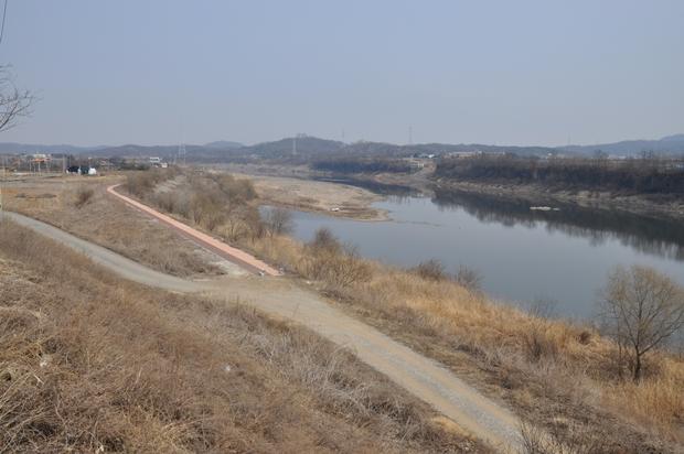 임진강변 산책로