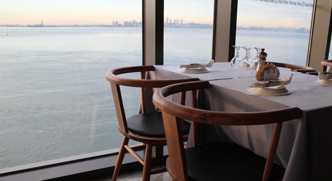 테이블과 바다전망