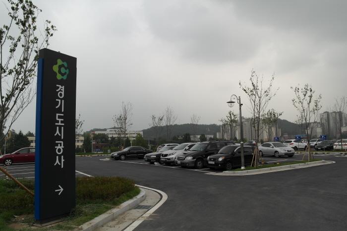 홍보관 주차장
