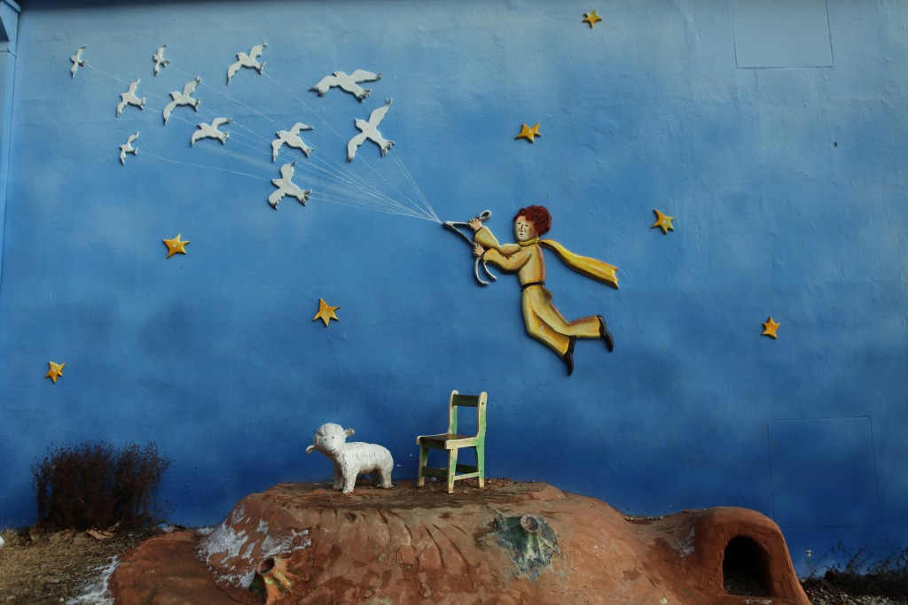 숙박동 벽에 그려진 벽화