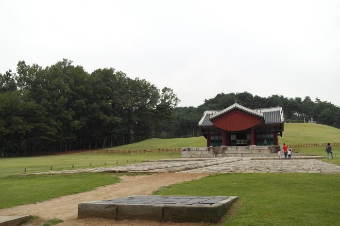 건릉 정자각