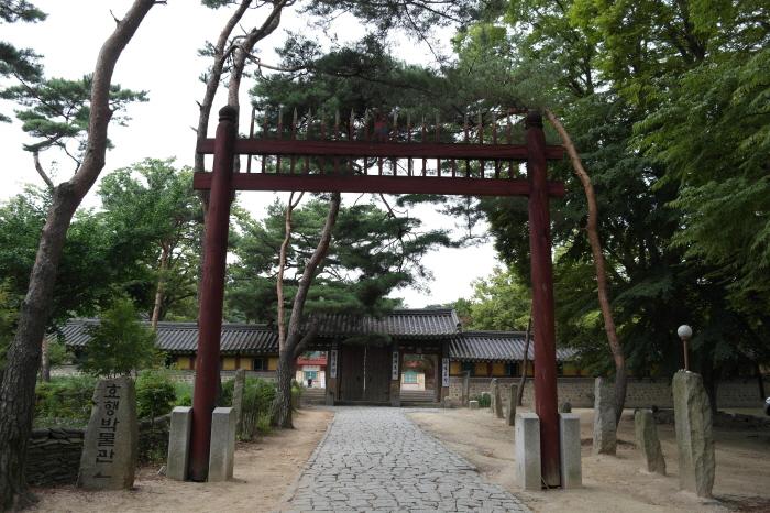 용주사 홍살문