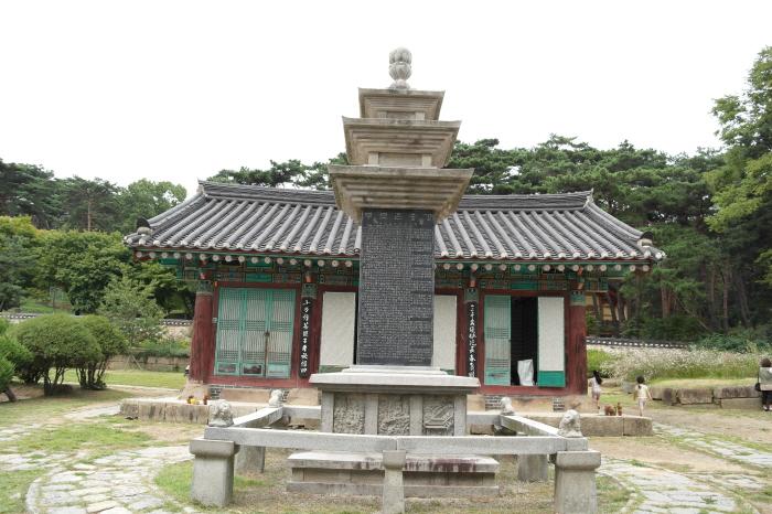 용주사 호성전과 부모은중경탑