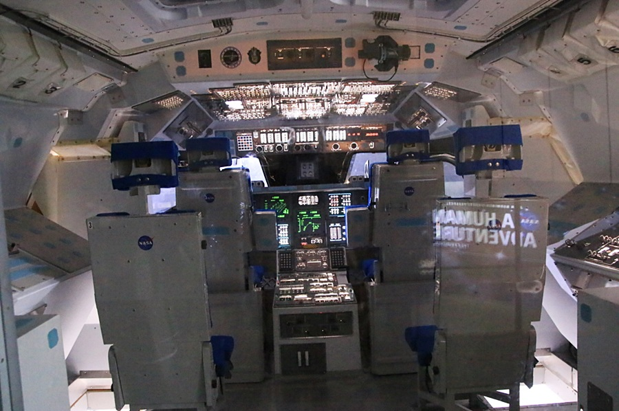 STS 우주왕복선 모형 내부