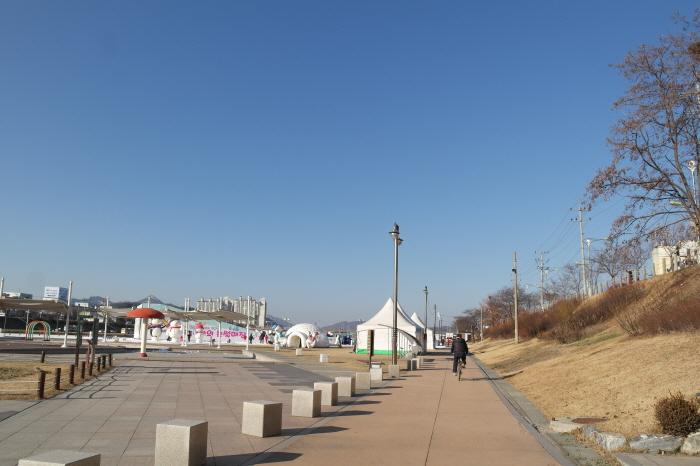 남양주 왕숙천 눈썰매장
